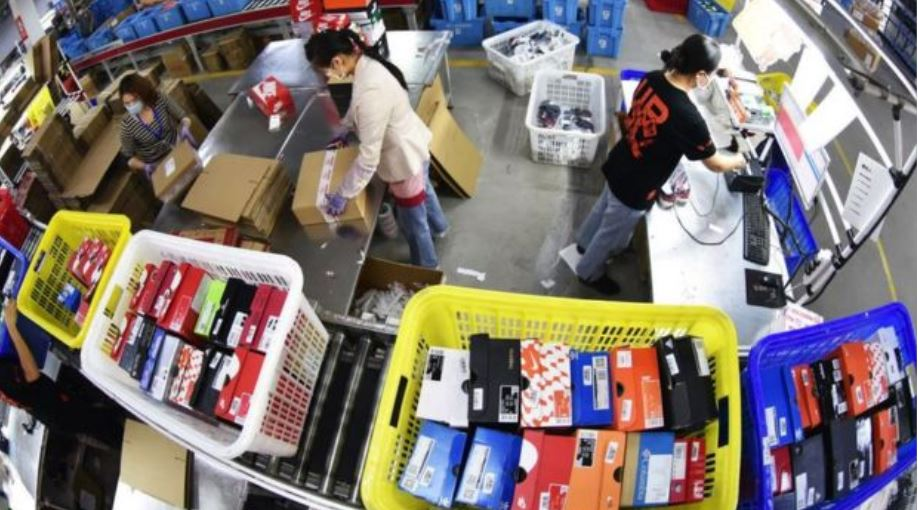 Corona changes global 'shopping trend', online shopping to stay safe.